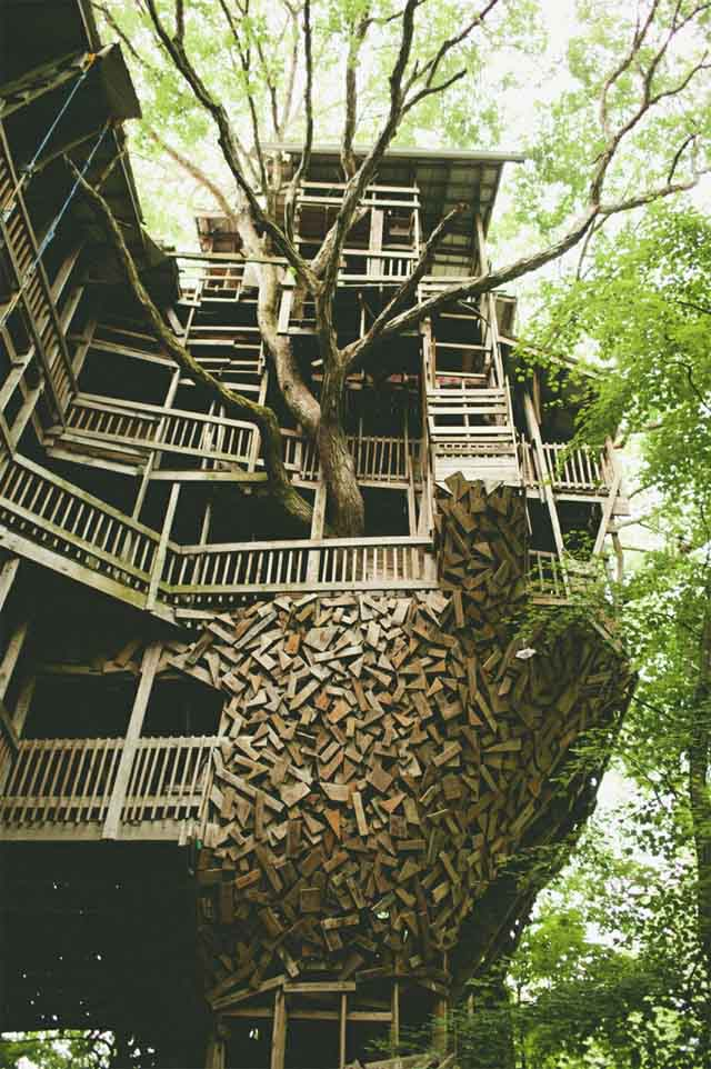 the-ministers-treehouse-a-100ft-tall-church-built-over-11-years-without-blueprints_04
