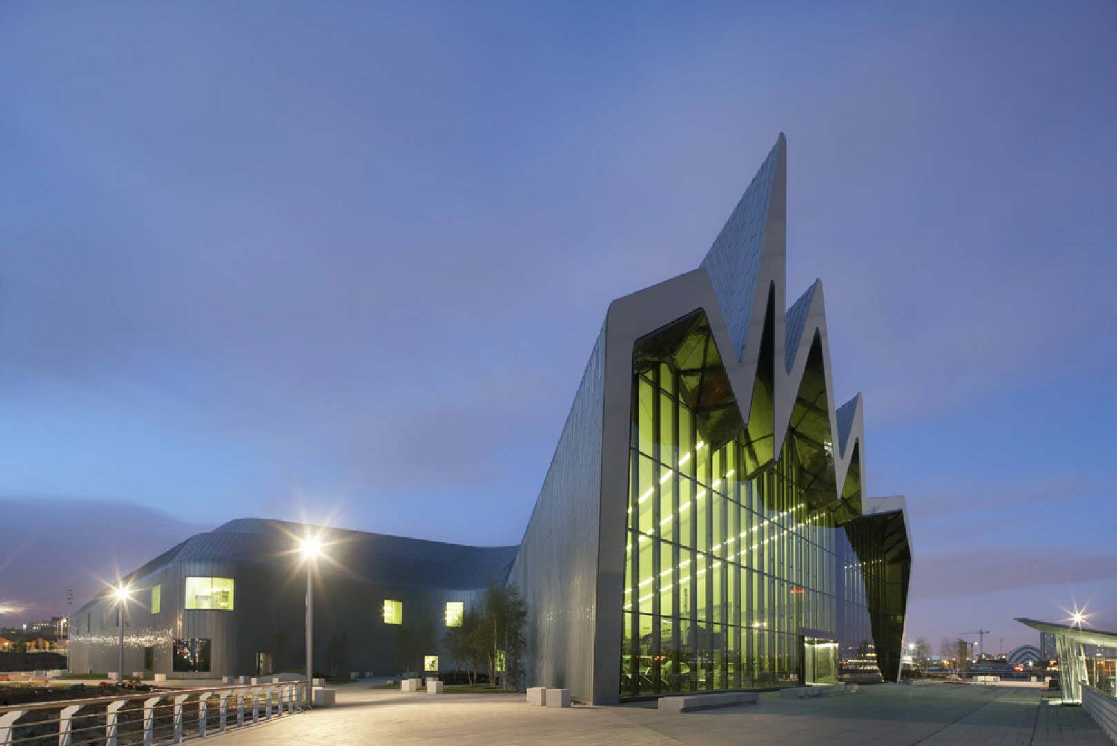 zaha-hadid-glasgo-riverside-museum-of-transport